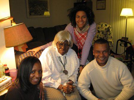Som intet var hændt, min nye fætter med kone og min farmor med sin nye hvidhårsparyk, nice!