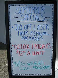 Botox friday $12, det er jo det samme som en kop kaffe i CPH lufthavn, hva' siger i til det?