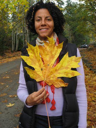 Den tunge studerende, her med etoverernæret efterårs blad.