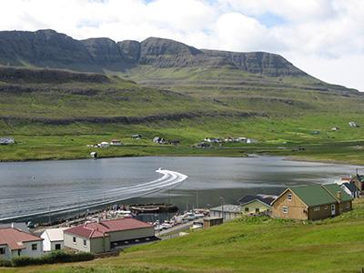 Total idyl, det vildeste der kan ske på en dag er, at nogen bryder vandoverfladen på fjorden.