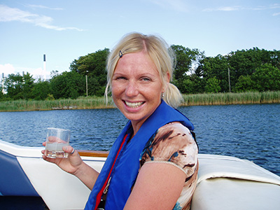 """Pia på vores årlige """"High life"""" tur på Janets båd."""