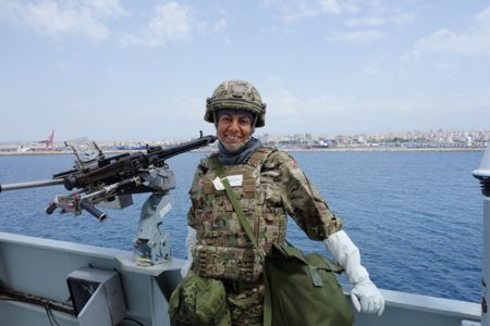 I fuldt kostume ved indsejlingen til Syrien.