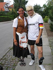 """Ælle og jeg, et klassisk kobberbryllups par, med """"pølseskød""""."""